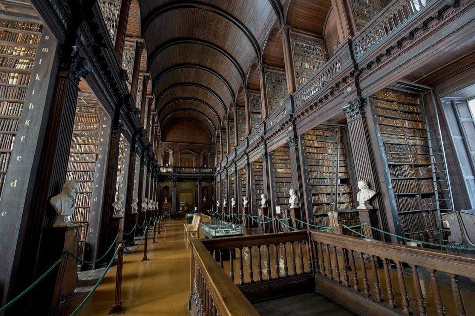 Trinity College, em Dublin, Irlanda - Foto Albert van den Boomen, Pixabay