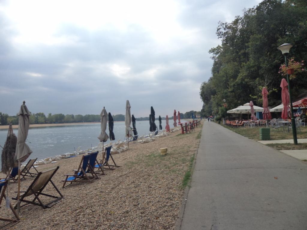 A praia dos Belgradenses, a Ilha Ada no Rio Sava, Sérvia