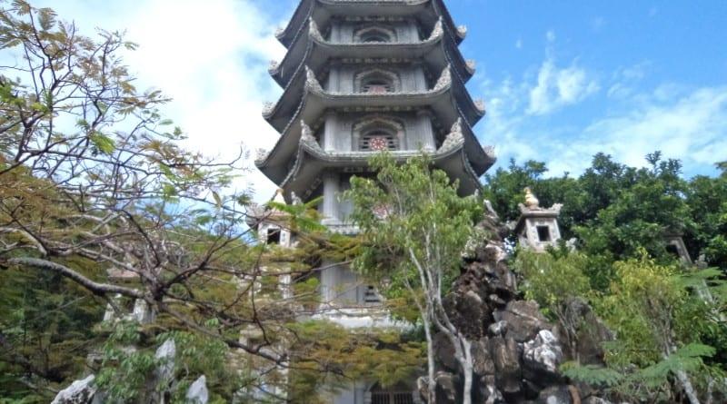 6 storied Pagoda na Marble Mountain - Danang, Vietnã