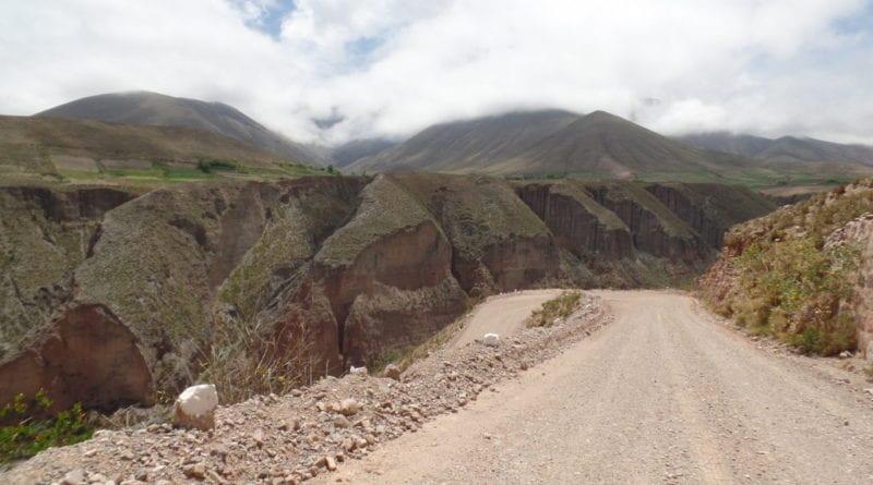 Precipíos no caminho para Iruya, Ruta 13, Argentina