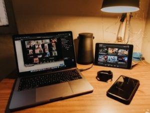 Intercâmbio Virtual - Aulas a distância no exterior - Photo by Gabriel Benois on Unsplash
